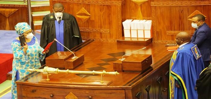 Spika wa Bunge, Job Ndugai akimuapisha Mbunge wa kuteuliwa na Rais, Dkt. Stergomena Lawrence Tax tukio lililofanyika leo Bungeni Jijini Dodoma, Septemba 10, 2021